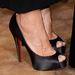 Mintha az ő cipője is egy kicsit nagy lett volna, meg is szabadult tőle a színpadon.