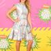 Jessica Alba a Nickelodeon 26. éves Kids' Choice Awards-án, Mary Katrantzou ruhában.