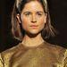 A 19 éves modell az  Andrea Incontri bemutatón arany szerelésben.