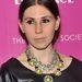 A statement nyaklánc idén is sláger kiegészítők közé tartozott. Zosia Mamet színésznőnek is jól áll.