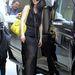 Platform szandál, Baseball sapka és rikító színű designer táska a Kínába érkező Fan Bingbing-en.