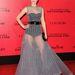 Jennifer Lawrence is egy fekete-arany övvel törte meg Dior estélyiét.