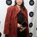 Marisa Tomei 49 évesen a fekete mini és egy színesebb bunda mellett döntött.