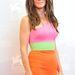Sandra Bullock 49 évesen is bátran kombinálja a harsány színeket.