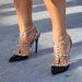 A Valentino lábbelit állítólag lehetetlen volt bármilyen méretben is beszerezni a luxusáruházakban.