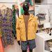 A férfiaknak 2014-ben sem nélkülözniük a mustársárga színt. Dzseki: 10900 Ft, póló: 2790 Ft, rövidnadrág: 5900 Ft