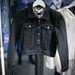 Persze ha egy hímzett farmerdzsekire vágyik, olcsóbban is megúszhatja. Ez a kabát 29990 forintba kerül majd.