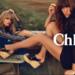 Telitalpú szandál és hippi ruhák a Chloé hirdetésében.