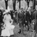 Hartnell 1935-ban kapta meg első megbízását a királyi családtól; Erzsébet és húga, Margit hercegnő koszorúslány ruháit kellett elkészítenie.