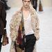 Irhabunda, kockás sál és a klasszikusan szépen szabott nadrágok is megtalálhatóak a kollekcióban (Burberry)