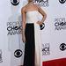 Beth Behrs, a Szörny Egyetem színésznője mintha Gellar hasonmása lenne a Giulietta ruhában.