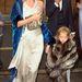 Bundába tekert kislányával egy esküvőre igyekeznek 2008-ban.