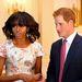 Virágos ruhában, furcsa frizurával találkozott Harry herceggel 2013 májusában.
