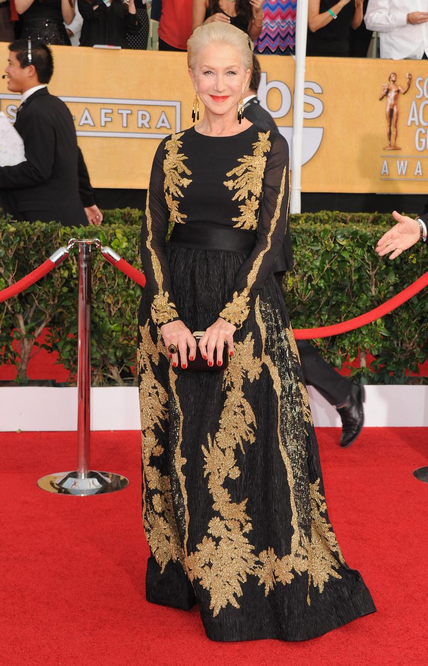 Helen Mirren vörös körmökkel, Escada ruhában és  Neil Lane  ékszereket viselt a rendezvényen.