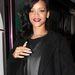 Rihanna sötét hajjal viselte a mélyvörös rúzst 2012-ben.