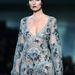 A Louis Vuitton is ilyen sminkkel mutatta be nyomasztó, hálóinges kollekcióját 2013 márciusában.