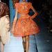 Narancssárga, keretes aljú ruha Jean Paul Gaultiertől.