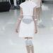 Ezüstszínű hasitasi és térdvédő lesz a divat a Chanel szerint.