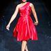 Anika Noni Rose aszimmetrikus ruhájához nem kapott nyakláncot.