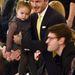 David Beckham és kislánya Harper a bemutató első sorában.