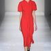 Letisztult, minimalista kollekciót vonultatott fel Victoria Beckham.