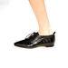 Fűzős lakkbőr cipő lapos talppal, nem csak férfiakon, nőkön is jól mutat majd 2014 őszén.