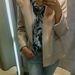 Zara: Aki szereti a pasztellszíneket, élvezni fogja ezt a szezont. Kabát - 22995 Ft , blúz - 9995 Ft. farmernadrág - 9995 Ft.