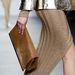 A aranyszínű bordázott anyag megjelent Marc Jacobs kollekciójában is. Így félő, hogy tényleg divatba jön.
