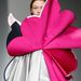 A L'Oreal Professional kreatív díjjal kitüntetett tervező színes, origami-szerű ruhákat mutatott be Londonban.