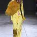 Szepesi nagy sárga madárnak öltözve a Marques'Almeida kifutóján.