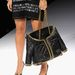 Ez pedig egy dzseki-táska Rita Ora kezében.