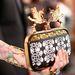 A Getty fotósának még külön is megmutatta Summerville a gyönyörű táskát.