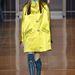 A falatnyi lotyós szerelések fölé sárga kabátot is húzhatunk.
