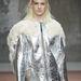 Az ezüst kabát sem kopik ki a divatból.