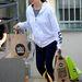 Jennifer Garner vásárol. Hogy volt-e előtte jógázni, sose tudjuk meg.