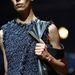 A Balenciagával ellentétben a Lanvin kreatív igazgatója, Alber Elbaz nem állt be az androgün vonalat nyomó divatházak hosszú sorába
