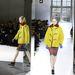 Esőkabát formájában lesz trendi a sárga kabát a Balenciaga szerint.