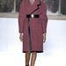 Bőr szegéllyel és övvel kombinált kabát a Balenciagától.