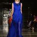 Nyong'o szereti az élénk színeket, melyek jól is állnak neki: ebben a kék Ashley Isham ruhában túlragyoghatna mindenkit.