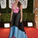 Sandra Bullock egy elég vicces, színes panelekkel ellátott ruhát választott az Arany Glóbuszra Prabal Gurungtól.