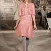 A modell Lindsey Wixsonra csillogó glitteres harisnyát és cipőt adtak.