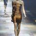 Az őszülő Lucy Liura hajazó modell nude cipőt kapott.