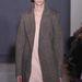 Nagypapás kabátban és halóingszerű, halvány rózsaszín ruhában is divatosak leszünk 2014-ben.