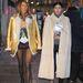 Anna Dello Russo és barátnője, Giovanna Battaglia éppen a Margiela showra sétálnak.
