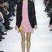Jövőre nem lesz menő harisnyában járni a Dior szerint.