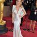 Kate Hudson gyöngyös, fehér, nőies ruháját az Atelier Versace biztosította.