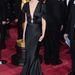 Karen O énekesnő ruhája annyira talán nem érdekes...