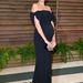 Emma Heming modell-színésznő fekete, ejtett vállú estélyiben pózolt a Vanity Fair partin.