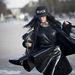 Párizsi divathét: Gildakoral Flora divatblogger egy Tiziana Mancarella kabátban, egy PVC-szoknyában hívta fel magára a figyelmet a Balmain bemutatóra érkezve.
