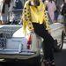 Milánói divathét: Chiara Ferragni divatblogger és - tervező Just Cavalli kabátja elég feltűnő darab, akárcsak a Marc Jacobs szandál.